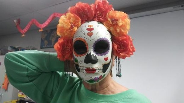 Mrs.+Groff+wears+a+Mexican+Dia+de+los+Muertos+mask+to+teach+her+students+about+the+++holiday.