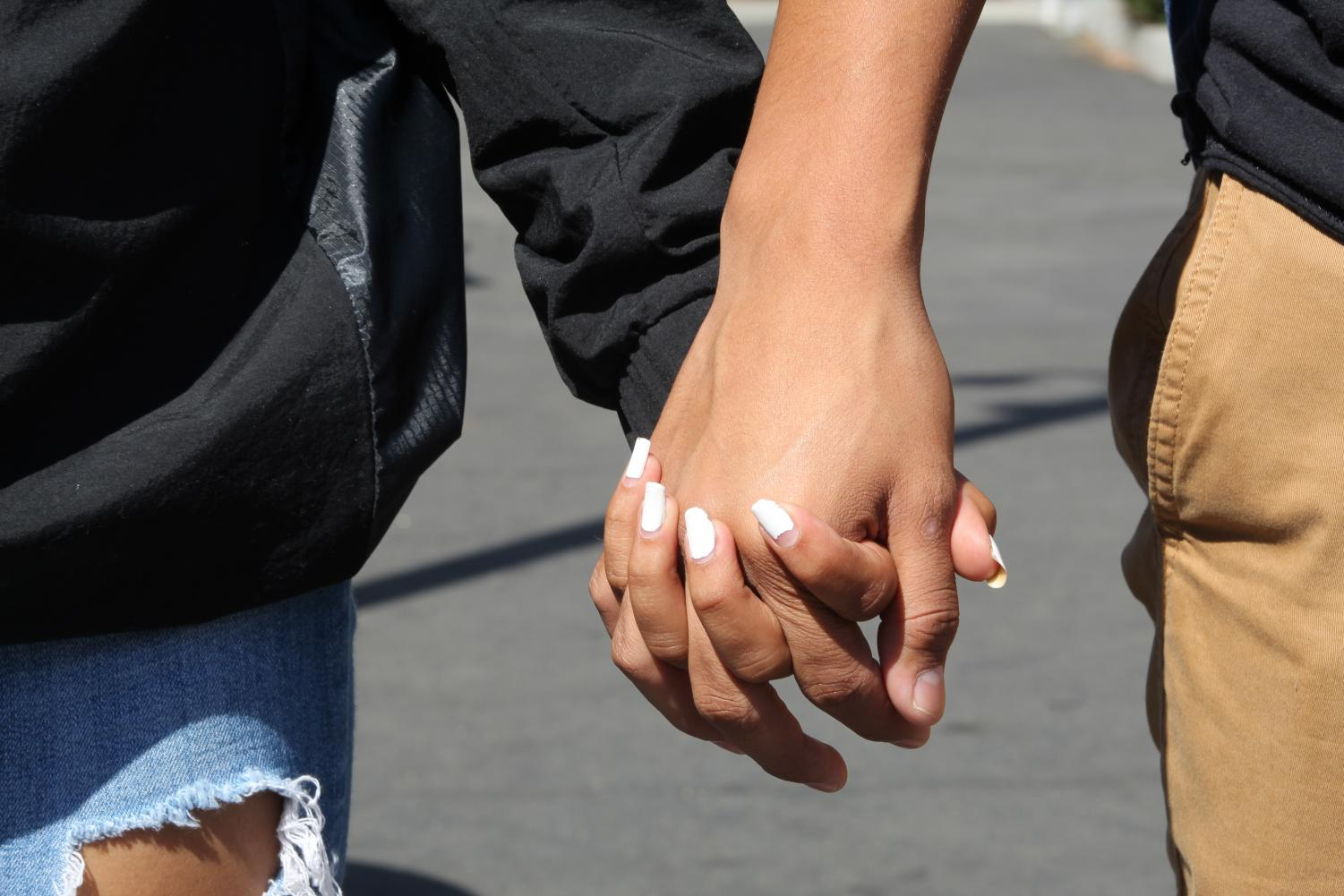 Many+couples+at+MCHS+show+their+love+for+each+other+through+holding+hands.