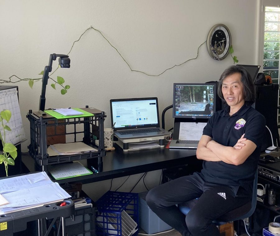 Algebra teacher Norio Kaneko shows us his set up for online teaching.