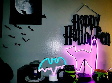 Sophomore Giselle Barrera decorates her desk for Halloween.